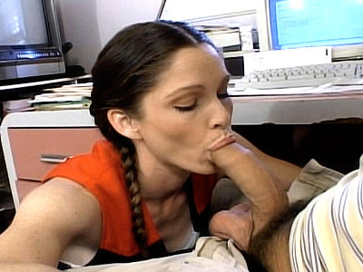 Cute Cheerleader Guzzling a gives him a head